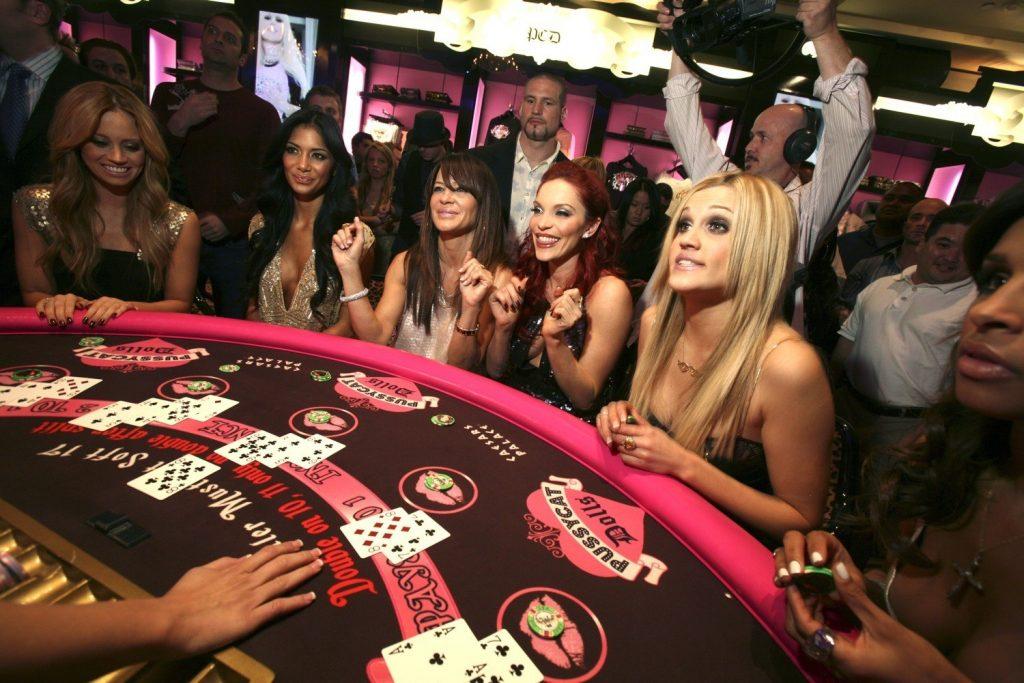 online casino dealer salary